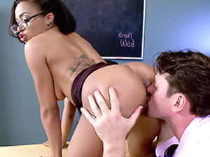 Teacher Anya Ivy property her cunt eaten by her student's father
