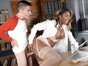 Jasmine Webb leaned vulnerable rub-down the writing-desk together with got fucked by Jordi