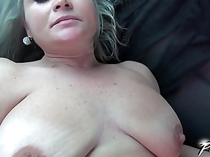 Povbitch Super hawt mom with bouncing monster boobs ride burnish apply cock in car